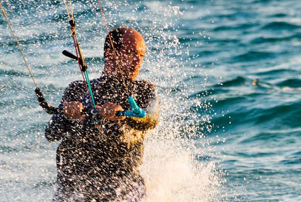 Los mejores destinos de España para practicar Kitesurf